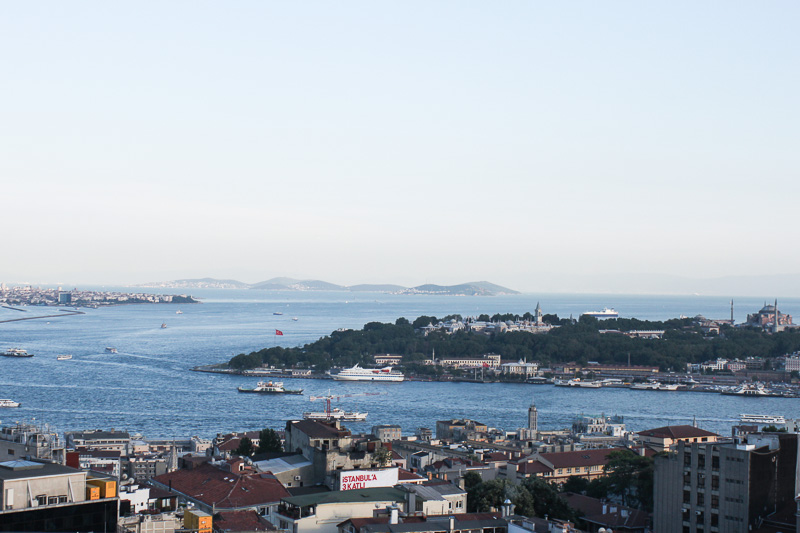 Istanbul_City_Travel-Marmara_roof_bar_2
